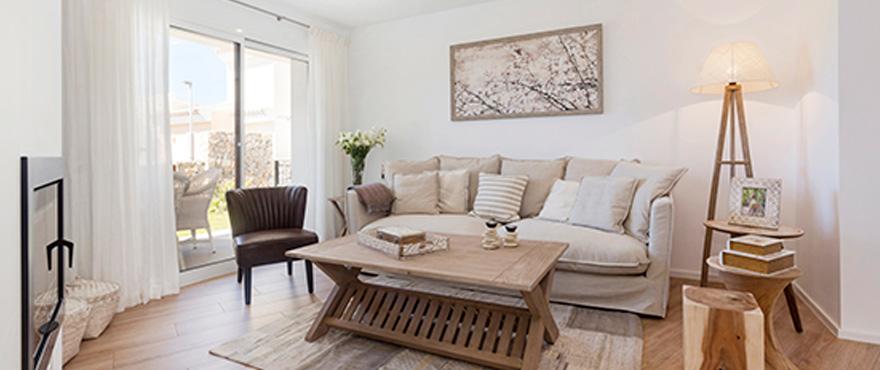 9-B3_Marina-Golf-living-room
