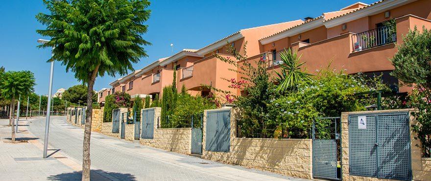 A5_Brisas_de_Alenda_Exterior_Terrace_NEW-880x370