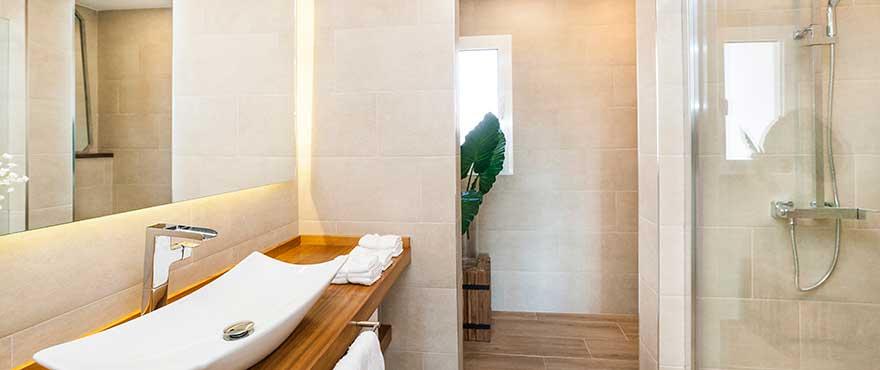 B12_Marina-Golf_bathroom_B7K54896