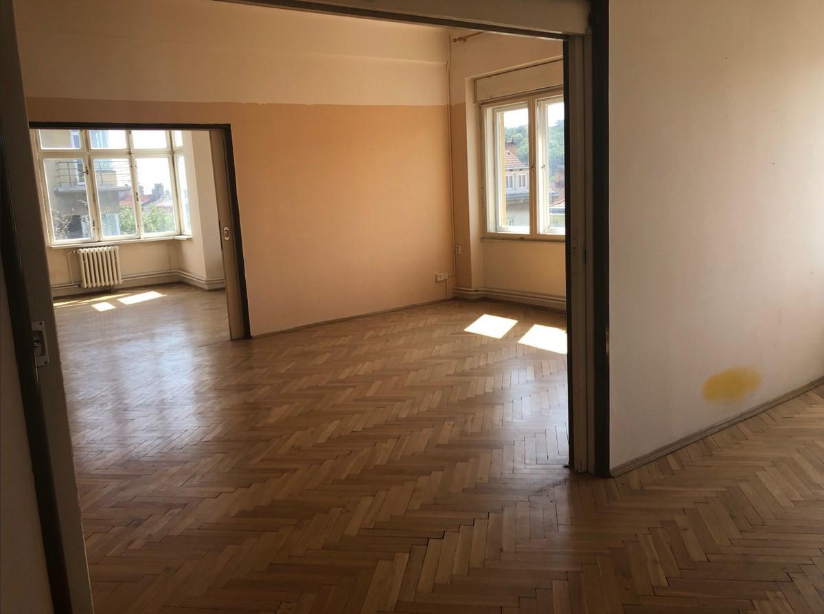 Многоэтажный дом на продажу для реконструкции в Праге