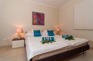 edc_bedroom_with_blue_cushions