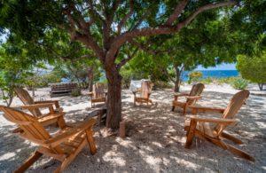 sabadeco_shores_7_chairs_outside_garden_okt2015