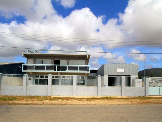 Фабрика и пентхаус с трем спальнями на продажу