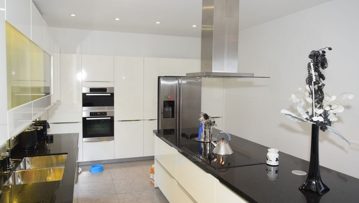 9882-south-beach-style-living-kitchen-2