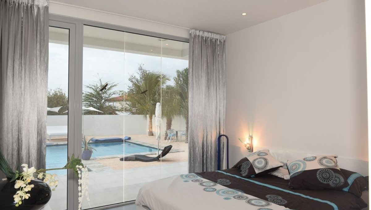 9886-south-beach-style-living-smgbr1