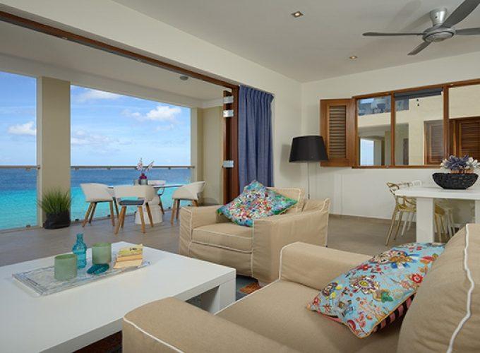 Роскошная двухкомнатная квартира на берегу моря