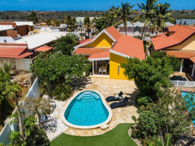 Дом с бассейном - под  договором аренды до середины 2022 года.