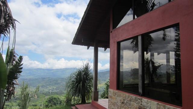Дом для отпуска на 2 акрах в горах над Сан-Исидро с невероятным видом на город